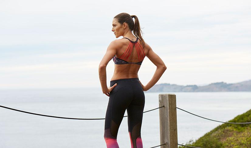 При пробежке трусцой со средним темпом оптимальным является правило равного вдоха и выдоха. Два шага вдох, два шага выдох. Более тренированные бегуны работают по правилу три шага вдох, два выдох.
