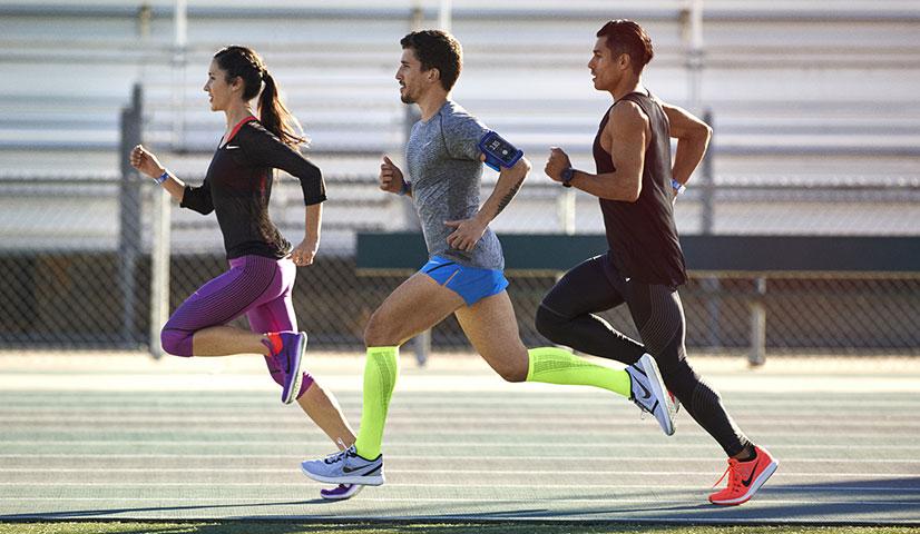 Мужские беговые кроссовки Найк имеют специальную конструкцию,  способствующую смягчению ударов и обеспечивающую надежную фиксацию стопы  для страховки от ... 07f10fb09c2