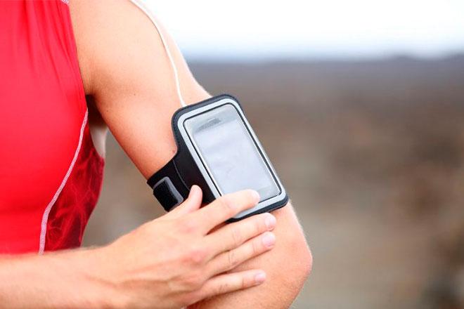 Для чего нужен держатель телефона на руку?